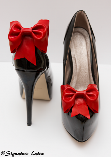 Latex Shoe bow's in red (E)